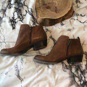 Lucky Brand Basel Out Zip Shootie in Brown